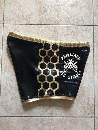 Avispa Dorada- Shorts (side detail)